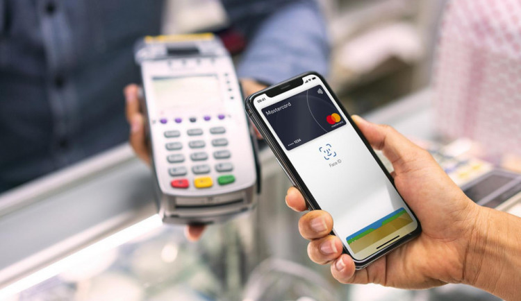 Mastercard: ČR je sedmá v Evropě v počtu plateb nositelnou elektronikou