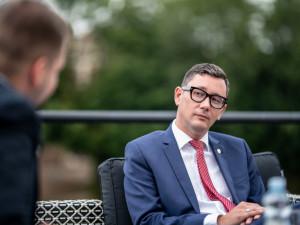 Milion chvilek považuji za parodii na Občanské fórum, říká mluvčí Jiří Ovčáček. Kandidaturu na prezidenta nevylučuje