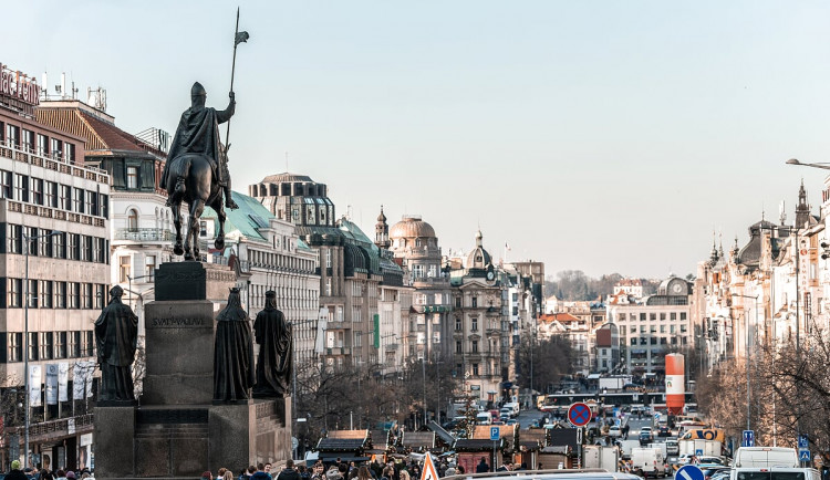 Úterní demonstrace proti Babišovi se pro velký zájem přesouvá na Václavské náměstí