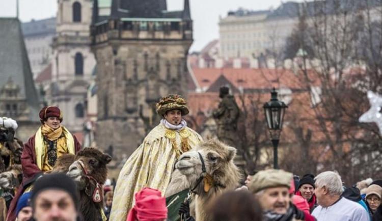 Centrem Prahy prošel průvod s velbloudy. Upozornil na tříkrálovou sbírku