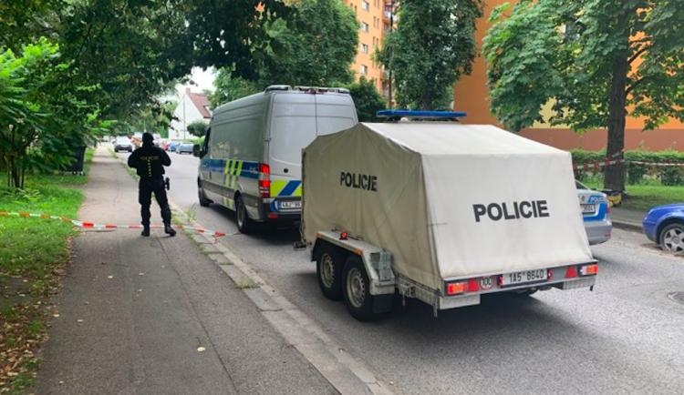 Policie uzavřela ulice v centru kvůli kufru. Pyrotechnik zjistil, že je v něm oblečení
