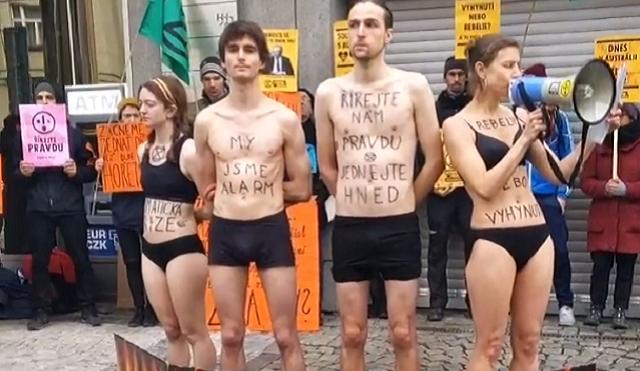 VIDEO: Polonazí aktivisté v centru vyjadřovali solidaritu s Austrálií