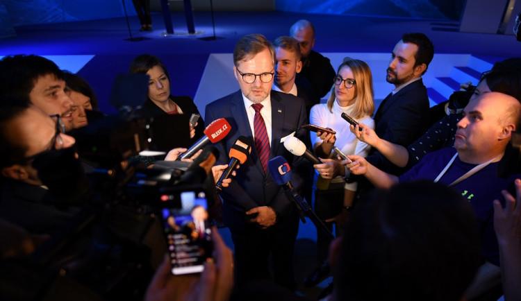 Petr Fiala obhájil na sjezdu v Praze post předsedy ODS