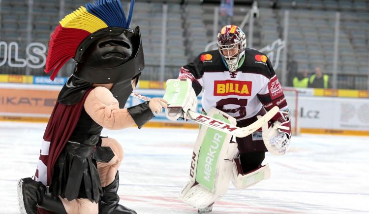 Sparta doma obhájila roli favorita a se štěstím v prodloužení porazila Pardubice