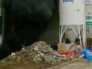 VIDEO: V ateliérech na Barrandově hoří. Záchranná služba ošetřila pět lidí