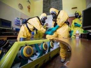 Na letišti kvůli koronaviru zajistili šest Čechů, přiletěli z Íránu