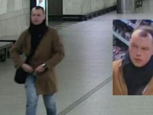 VIDEO: Policie pátrá po muži, který se obnažoval před ženami v metru