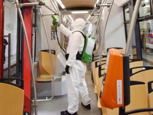 Dopravní podnik dezinfikuje autobusy, na řadu by mohlo přijít také metro