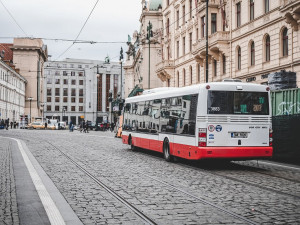 Část autobusů pražské MHD bude končit provoz už ve 22:30