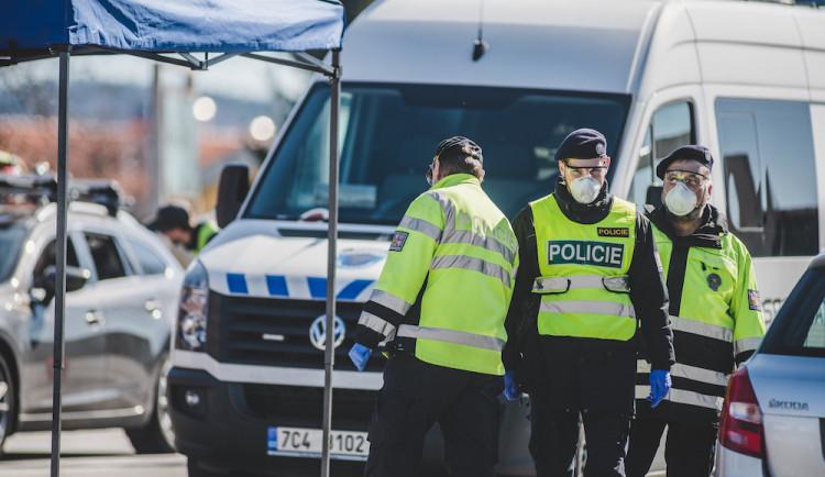 Z nemocnice v Praze utekl pacient s COVID-19, venku byl 30 minut