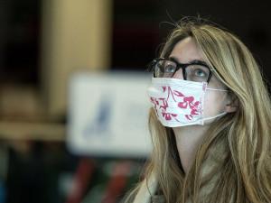Lidé zde berou pandemii na lehkou váhu, popisuje studentka žijící v Dánsku