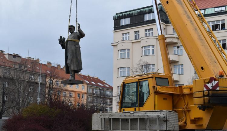 Socha Koněva v Praze 6 byla demontována. Přesune se do muzea