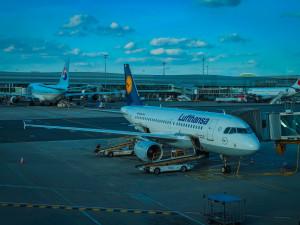 Na pražském letišti je odstaveno kolem 60 letadel, další budou přibývat