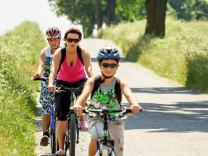 Jaro láká cyklisty. Připomeňte dětem, co všechno je potřeba vědět před jízdou