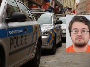 Kasíroval peníze za roušky a respirátory, nic ale neposlal. Policie hledá muže ze snímku
