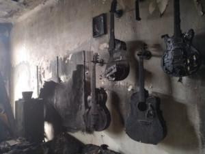 FOTO/VIDEO: Kytarista kapel Mucha a Ty Syčáci přišel při požáru o všechny nástroje, kolegové mu na pomoc založili sbírku