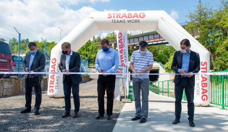 FOTO, VIDEO: Dnes byla slavnostně otevřena nová cyklostezka pod Čuprovou ulicí v Libni