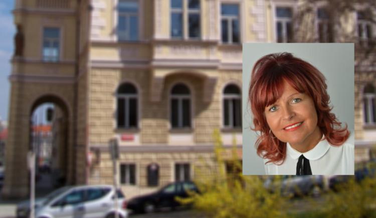 Opozice na Praze 4 si vyžádala mimořádné zasedání. Chce odvolat starostku Michalcovou