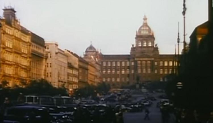 VIDEO: Podívejte se na barevné záběry z Prahy ve třicátých letech