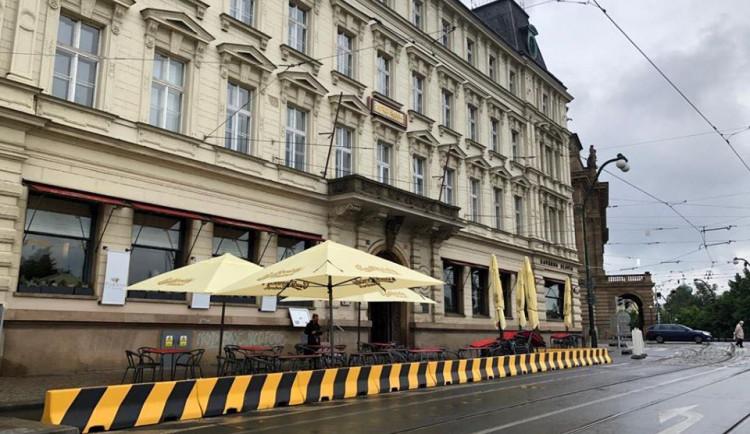 POLITICKÁ KORIDA: Mělo by být Smetanovo nábřeží uzavřeno pro auta? Odpovídají zastupitelé