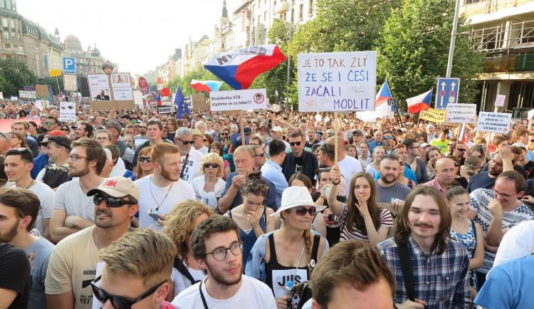 Před rokem probíhala na Václaváku obrovská demonstrace. Přišlo 120 tisíc lidí