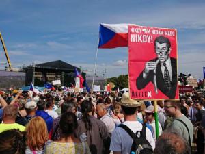 Milion chvilek podá žalobu kvůli omezení počtu účastníků na demonstracích
