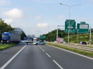 VIDEO: Vážná nehoda nákladních a osobních aut na Pražském okruhu. Na místě zasahoval vrtulník