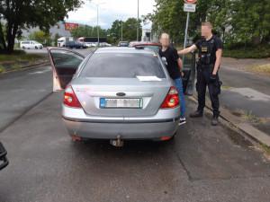 VIDEO: Zfetovaný řidič s pěti zákazy řízení si jel pro drogy k dealerovi. Prozradil to policii