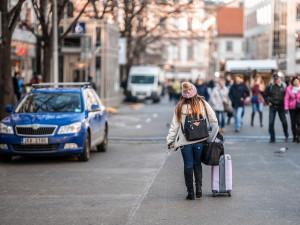 Praha vnímá úbytek turistů jako problém i příležitost. Chce začít regulovat ubytování přes Airbnb