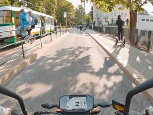 Vznikají nové video pomůcky a animace sloužící pro odhalování rizik při jízdě na motorce