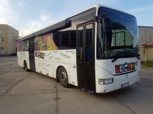 Uličník pomůže dětem v těžkých životních situacích. Do ulic Prahy 4 vyjíždí unikátní autobus