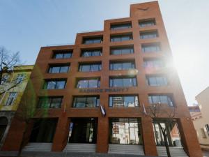 Praha 7 loni hospodařila se schodkem 170 milionů. Největší částku vydala nová radnice