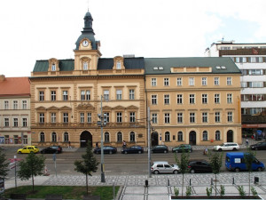 Policie vyšetřuje vysoké odměny na radnici Prahy 5