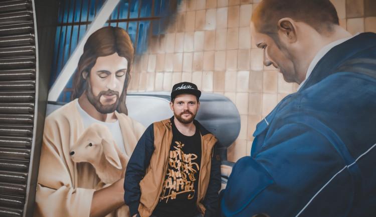 Silná témata jdou ze mě a nápadů mám spoustu, říká pražský umělec ChemiS