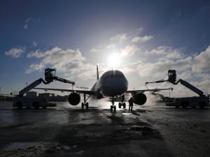 Rozšiřovat letiště není třeba, Praha víc turistů nezvládne, tvrdí Hřib