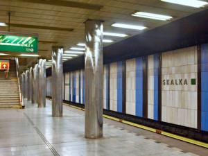 Před třiceti lety se na áčku otevřela stanice Skalka. Proč v ní některé spoje končí?