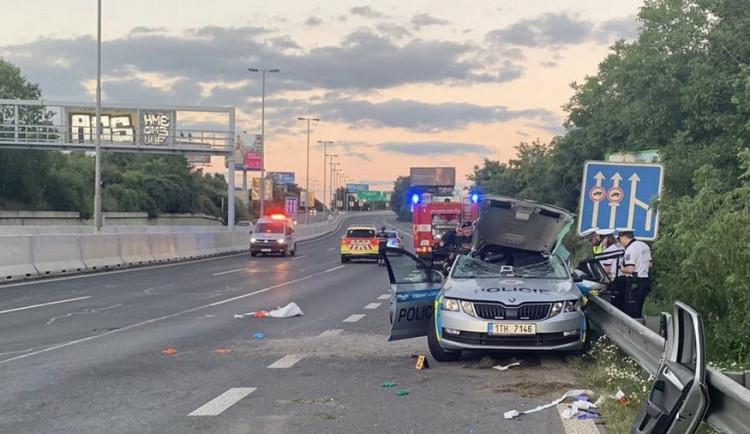 Tragická nehoda na Chodově. Opilá řidička při střetu zabila policistu