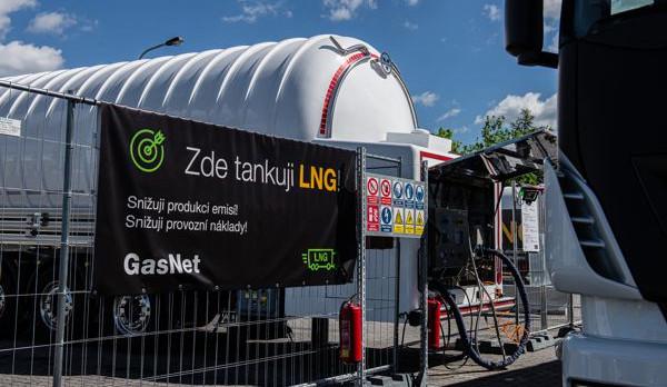 U Prahy vznikla první mobilní samoobslužná čerpací stanice na LNG. V provozu je devět vozidel na toto palivo