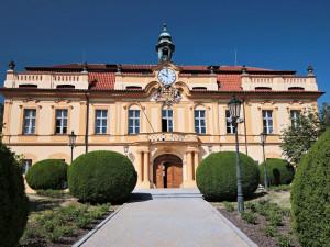 Praha 8 bude odpouštět nájem podnikatelům. Pomůže asi čtyřem stovkám nájemců