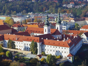 Arcibiskupství zahájilo stěhování knihovny. Svazky budou přístupné ve Strahovském klášteře