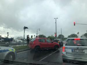 VIDEO: Řidič ujížděl policii, po pár metrech havaroval. V autě bylo 17 gramů pervitinu