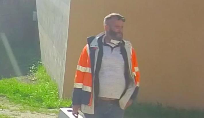 VIDEO: Natáčím dokument o záchranné službě, hájil se muž, který vykradl dvě sanitky. Hledá ho policie
