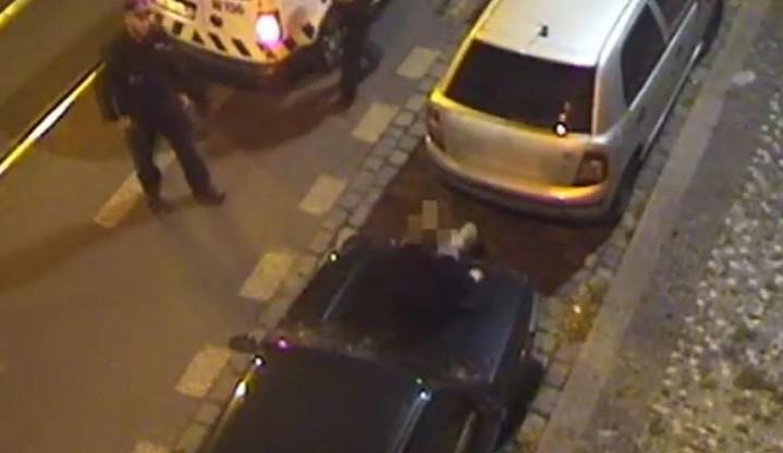 VIDEO: Cizinec ničil zaparkovaná auta v Moskevské ulici. Nadýchal téměř tři promile