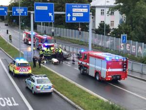 FOTO, VIDEO: Nehoda přerušila provoz ve Strahovském tunelu. Řidič je zraněný
