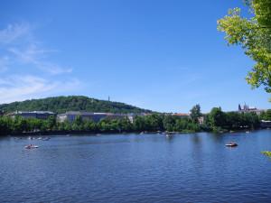 Chystáte se půjčit si šlapadlo nebo loďku na Vltavě? Nezapomeňte na jasně daná pravidla