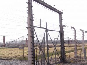 U Veletržního paláce v Praze si lidé připomněli vyhlazení terezínského rodinného tábora