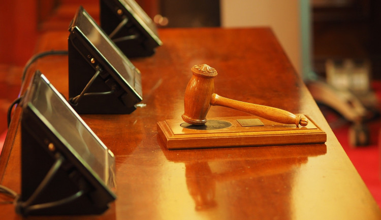 Za propagaci terorismu uložil soud tříletý podmíněný trest. Bylo to myšleno ironicky, hájí se autor příspěvku