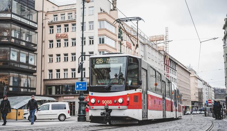 Radní plánují změnu vzhledu vozů MHD. Autor současného schématu hrozí Praze žalobou