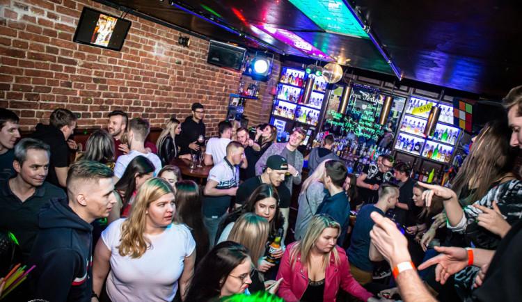 Dívku, která šířila nákazu v klubu, zaskočily nenávistné reakce. Poprvé o párty v Techtle Mechtle promluvila