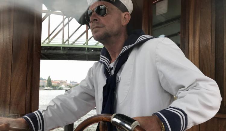 (NE)OBYČEJNÍ: Jaké je být převozníkem na Vltavě? Přečtěte si Honzův příběh